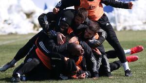 Beşiktaşta Rıdvan ve Oğuzhan döndü, Ghezzal da yetişecek