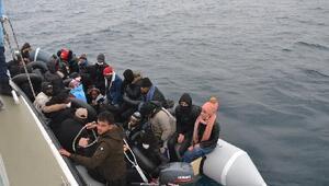 Balıkesir'de 31 kaçak göçmen kurtarıldı