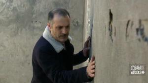 Ünlü sanatçı 30 yıl sonra evine kavuştu, duvarları öptü