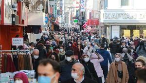 Vaka sayılarının yükselişe geçtiği Samsun'da dikkat çeken kalabalık