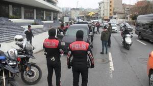 İstanbulda iki ilçede dev operasyon Araçlar didik didik arandı