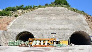 Türkiyenin en uzun 3üncü tüneli Eğribelde sona yaklaşıldı