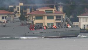 Rus savaş gemisi İstanbul Boğazından geçti