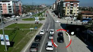 Polisleri fark edince yanındakiyle yer değiştirdi Trafikte pes dedirten görüntü