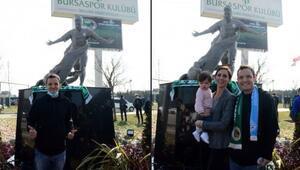 Bursasporun efsane futbolcusu Batallanın heykel açılışı gerçekleşti