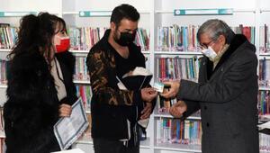 Çanakkalede 18 günlük bebek kütüphaneye üye oldu