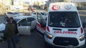 Adıyamanda otomobiller çarpıştı: 2 kişi yaralandı