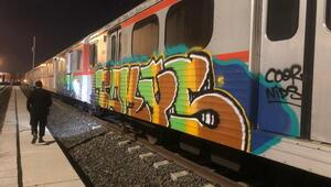 Rus grafiticiler vagon boyarken yakalandılar