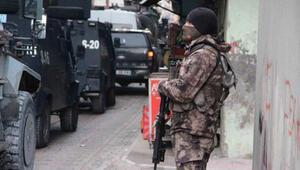 Diyarbakırda terör operasyonu HDPli vekilin babası dahil 14 gözaltı