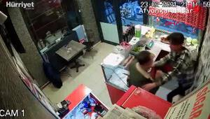Çiğ köfte acılı diye çalışana saldırıp, yumrukladı