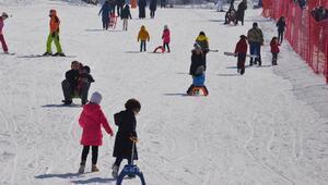 Kar kalınlığı 1 metreyi aştı... Kısıtlamadan muaf olan turistler akın etti
