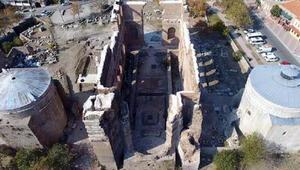 Zeus Sunağının Bergamaya iadesi için çalışmalar başladı