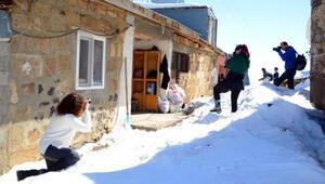 Kara gömülen köyü, kare kare fotoğrafladılar