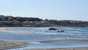 Çeşmede deniz çekildi, tekneler karaya oturdu