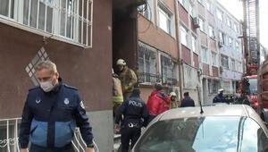 Fatihte 4 katlı binanın kömürlüğünde yangın çıktı