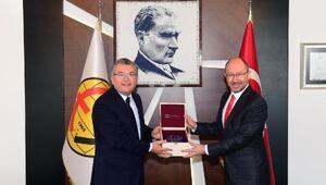 Rektör Erdal'dan Eskişehirspor'un anlamlı kampanyasına destek