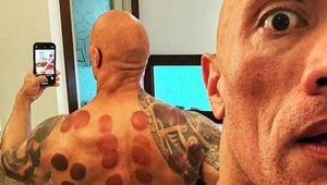 Bardak çektiren Dwayne Johnson sırtının halini görünce şaşkına döndü