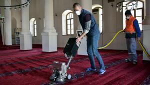 Aliağadaki ibadethanelerde Ramazan temizliği