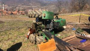 Devrilen traktörünün altında kalp, hayatını kaybetti