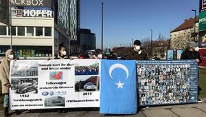 Uygur Türklerinden Volkswagen protestosu