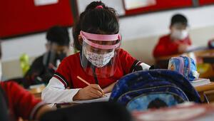 Akyazı'da yüz yüze eğitime 2 okulda ara verildi