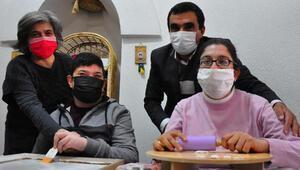 Otizmli çocuklar ahşap boyama kursuyla sosyalleşti