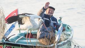 Yaren leylek bu yıl da geldi... Balıkçı Adem Yılmaz çok mutlu