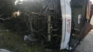 Bursada fabrika işçilerini taşıyan otobüs devrildi: 18 yaralı
