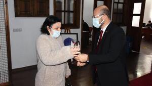 Başkan Özcandan, 8 Marta karanfilli kutlama