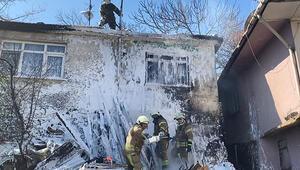 Pendik'te gecekondusunda yangın çıkan kadın gözyaşlarına boğuldu