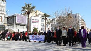 Başkan Zolan 8 Mart Dünya Kadınlar Gününde karanfil dağıttı