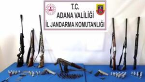 Adanada ruhsatsız silah ve mühimmat bulunduran 5 kişiye gözaltı