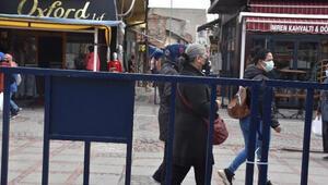 Çok yüksek riskli Edirnede 2 caddeye girişler bariyerlerle kapatıldı