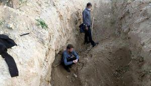 Alaşehirde kaçak kazıya 5 gözaltı