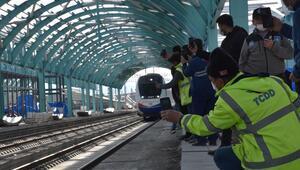 Yüksek Hızlı Tren (YHT) projesinde testler devam ediyor İlk kez tarihi tren garına geldi