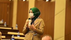 Tek kadın başkan Ayık'dan erkek Meclis üyelerine: Siz konuşun biz dinleyelim