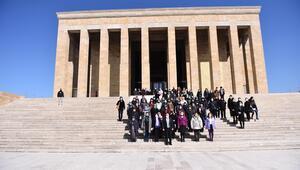 80 kadın ilk kez Anıtkabir'de