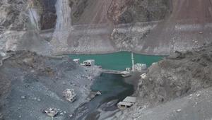 Artvinde barajlardaki sular çekildi Yerleşim yerleri ortaya çıktı