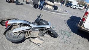 Motosiklet yolcu minibüsüne çarptı: 2 yaralı
