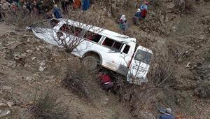 Batmanda 2 kardeşin öldüğü kazada minibüs 4 gün sonra uçurumdan çıkarıldı