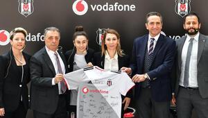 Ahmet Nur Çebiden Beşiktaş taraftarına KaraKartal paketi için çağrı