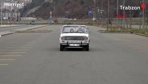 Trabzon Karadenizli gencin yolda zıpladığı izlenimi veren otomobili ilgi görüyor
