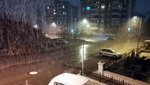 Ankarada 3üncü cemrenin ardından yağan kar şaşkınlık yarattı