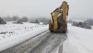Manisanın yüksek kesimlerinde kar yağışı etkili oldu