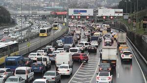 İstanbulda iş çıkış saatinde yoğun trafik