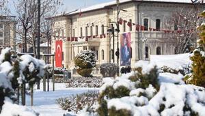 Sivasta 62 yerleşim yeri yolu, kardan kapandı
