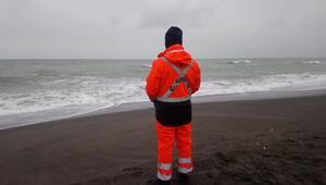 Denizde kaybolduğu üzerinde durulan kişiyi arama çalışmaları sürüyor
