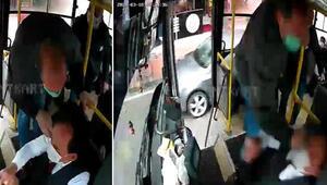 Otobüs sürücüsüne dehşeti yaşattı O anlar kameraya yansıdı
