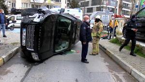 Bağdat Caddesindeki kazada lüks cip yan yattı, sürücü şoka girdi