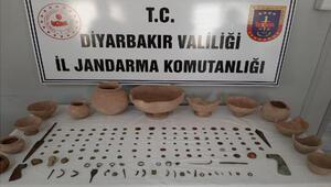 Diyarbakırda, 160 tarihi eseri satmak isteyen 5 şüpheliye suçüstü